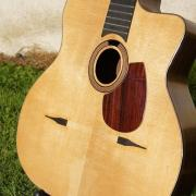 Guitare manouche customisée l'accord du bois luthier